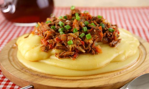 Polenta com carne moída