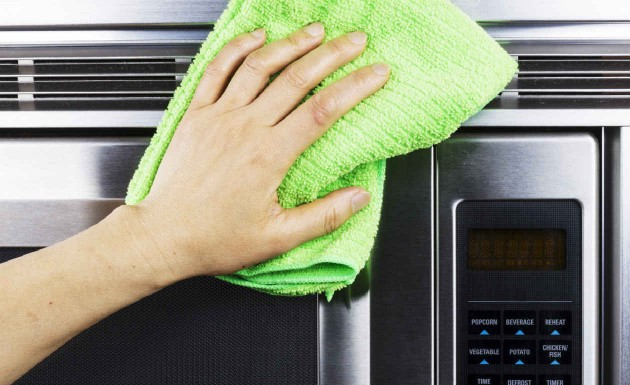 Como limpar seu micro-ondas sem esforço